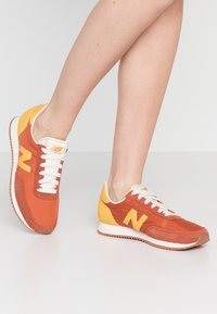 New Balance - UL720 - Trainers - red - 0