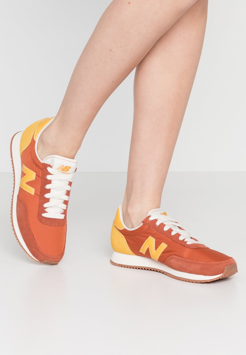 New Balance - UL720 - Trainers - red