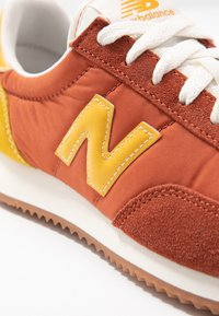 New Balance - UL720 - Trainers - red - 2