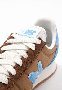 New Balance - UL720 - Zapatillas - brown - 2