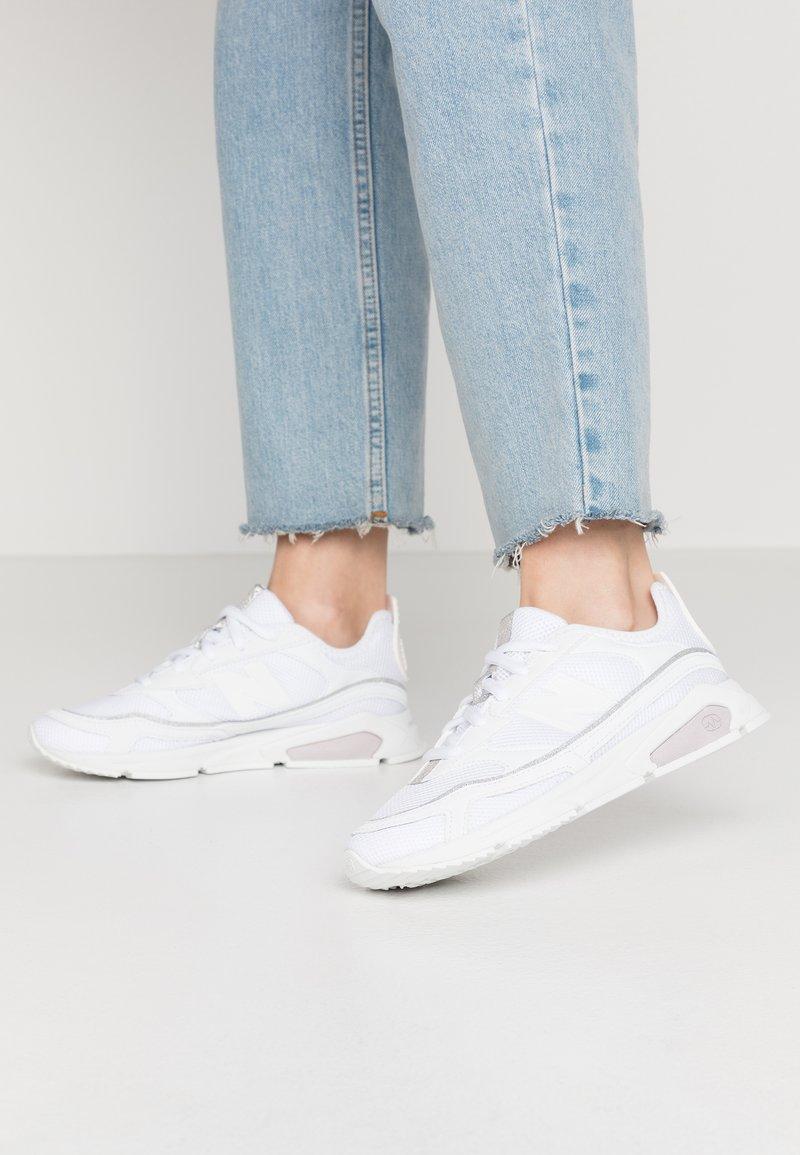 New Balance - WSXRC - Matalavartiset tennarit - white