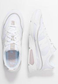 New Balance - WSXRC - Matalavartiset tennarit - white - 3