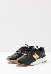 New Balance - CW997 - Sneakersy niskie - black/yellow - 4