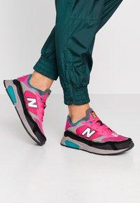 New Balance - WSXRC - Trainers - pink/black - 0