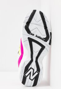 New Balance - WX608 - Trainers - white/black/pink - 6