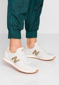 New Balance - WL720 - Baskets basses - offwhite - 0