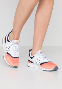 New Balance - CW997 - Matalavartiset tennarit - pink - 0