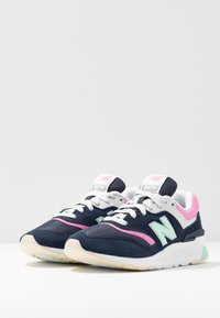 New Balance - CW997 - Zapatillas - navy/pink - 4