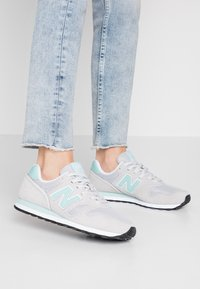 New Balance - WL373 - Matalavartiset tennarit - grey - 0