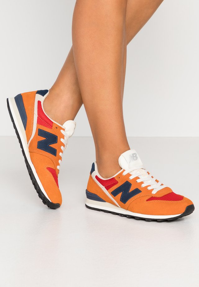 WL996 - Sneaker low - vintage orange