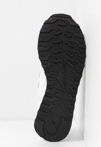 New Balance - GW500 - Sneakersy niskie - white - 6