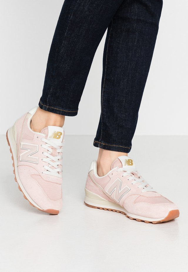 WL996 - Trainers - smoked salt
