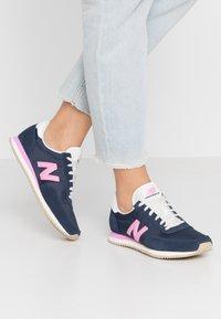 New Balance - WL720 - Baskets basses - navy/pink - 0