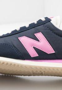 New Balance - WL720 - Baskets basses - navy/pink - 2