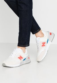 New Balance - WS997 - Sneakers - offwhite - 0