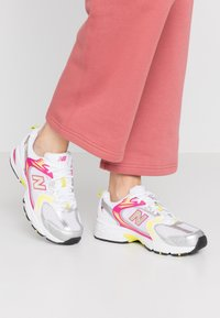New Balance - MR530 - Sneakers laag - white - 0