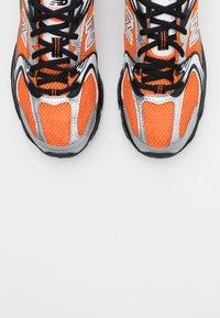 New Balance - MR530 - Sneakers laag - orange - 5