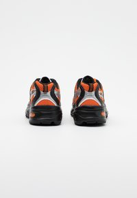 New Balance - MR530 - Sneakers laag - orange - 3