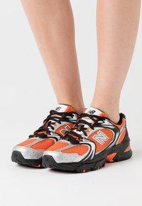 New Balance - MR530 - Sneakers laag - orange - 0