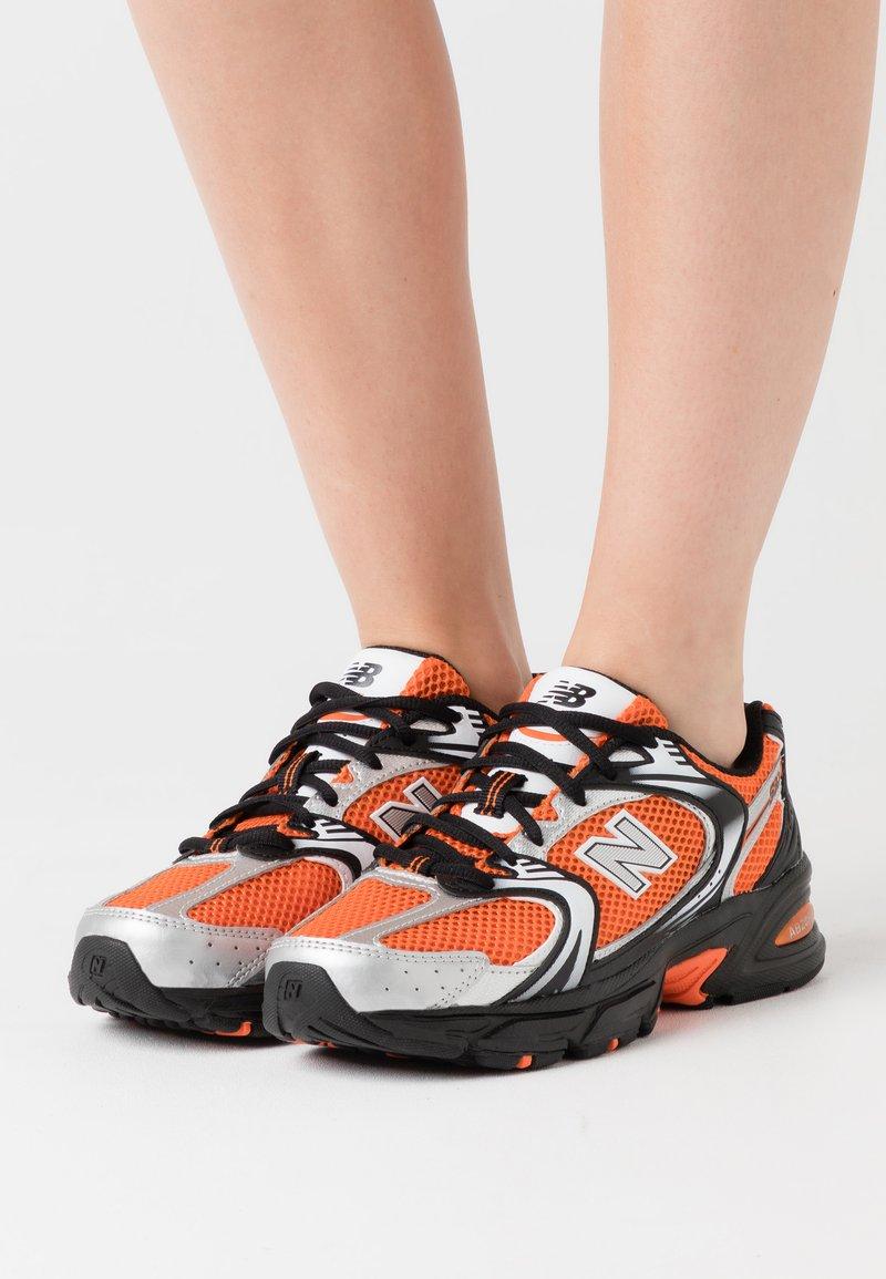 New Balance - MR530 - Sneakers laag - orange