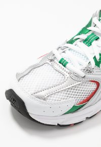 New Balance - MR530 - Sneakers laag - white/green/orange - 2