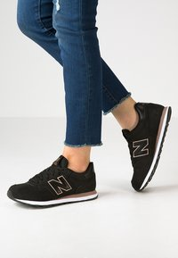 New Balance - GW500 - Sneakersy niskie - black - 0