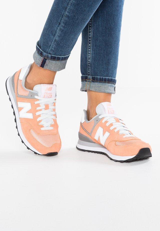 WL574 - Sneakers laag - peach