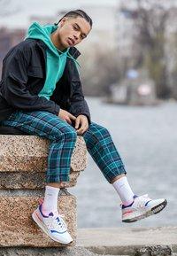New Balance - CM 997 - Sneakersy niskie - white - 6