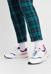 New Balance - CM 997 - Sneakersy niskie - white - 0