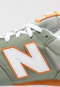 New Balance - GM500 - Sneakers laag - mineral green - 5