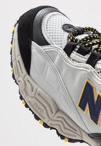 New Balance - M801 - Trainers - white/grey/navy/black - 5