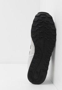 New Balance - Sneaker low - grey/white - 4
