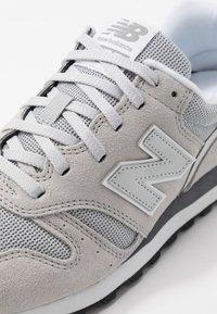 New Balance - Sneaker low - grey/white - 5