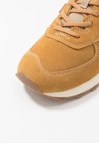 New Balance - Sneakers basse - brown - 5