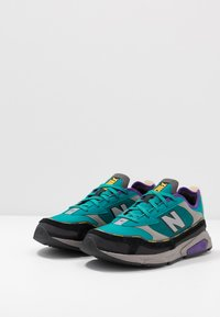 New Balance - X-RACER - Sneakersy niskie - green/black - 2