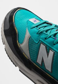 New Balance - X-RACER - Sneakersy niskie - green/black - 5
