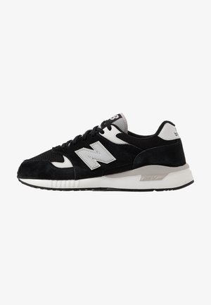 570 - Sneakers laag - black/white