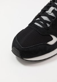 New Balance - 570 - Sneakers basse - black/white - 5