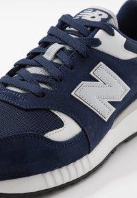 New Balance - 570 - Baskets basses - navy/white - 5