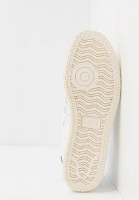 New Balance - PRO COURT  - Sneakers basse - white - 4