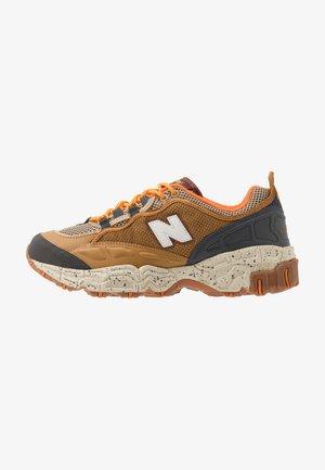 801 - Sneakers laag - brown