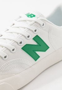 New Balance - PRO COURT - Zapatillas - white/green - 5