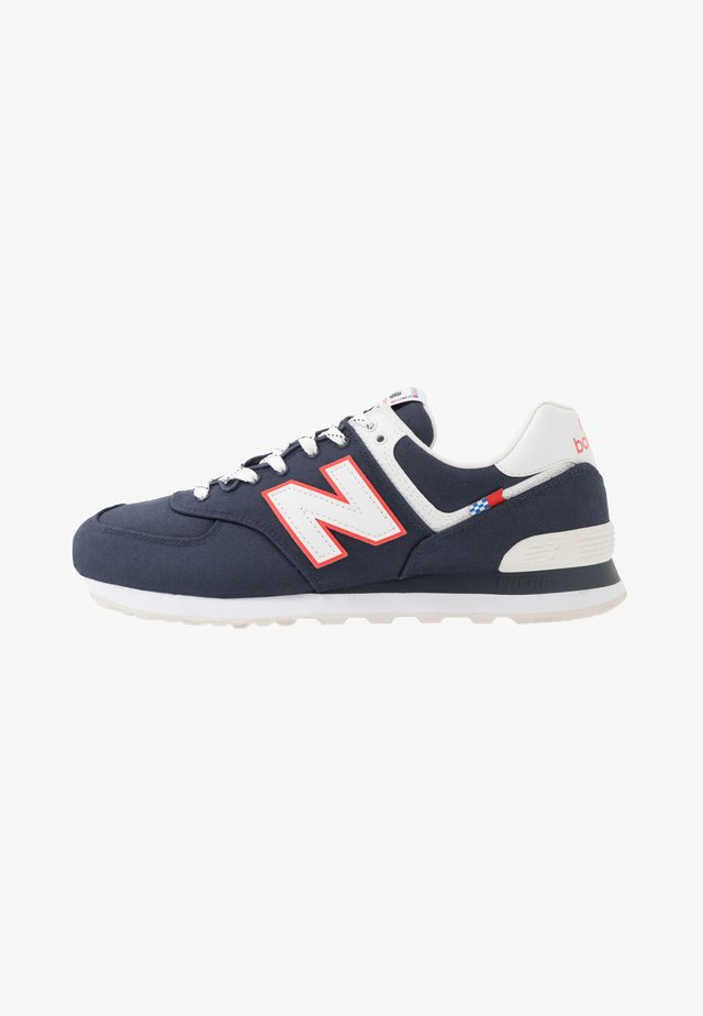 574 - Baskets basses - navy/white