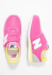 New Balance - PV220PKY - Sneakers - pink - 0