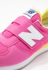 New Balance - PV220PKY - Sneakers - pink - 2