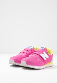 New Balance - PV220PKY - Sneakers - pink - 3