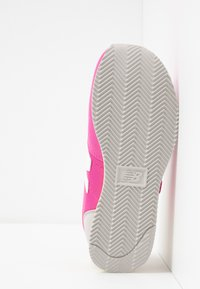 New Balance - PV220PKY - Sneakers - pink - 5