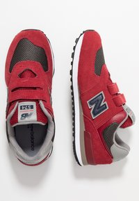 New Balance - YV574FNG - Joggesko - red - 0