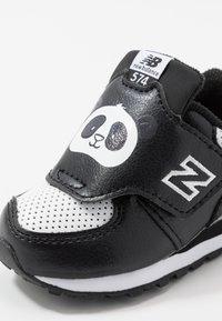 New Balance - IV574MCK - Baskets basses - black/white - 2