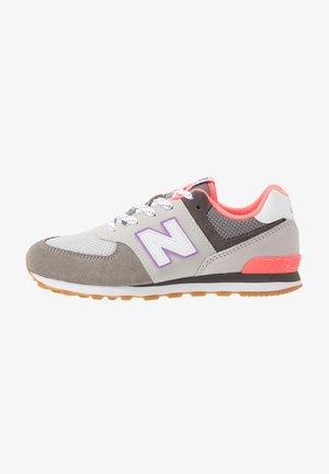 PC574SOC - Sneakersy niskie - grey/pink